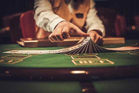 Марианские лазни казино играют в карты видео